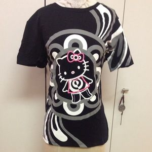 MAC X HELLO KITTY limited edition graphic tee